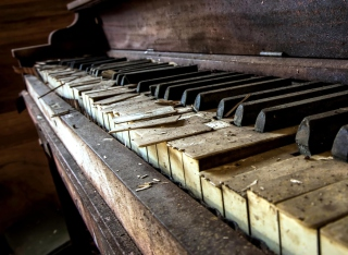Old Piano - Obrázkek zdarma pro 800x480
